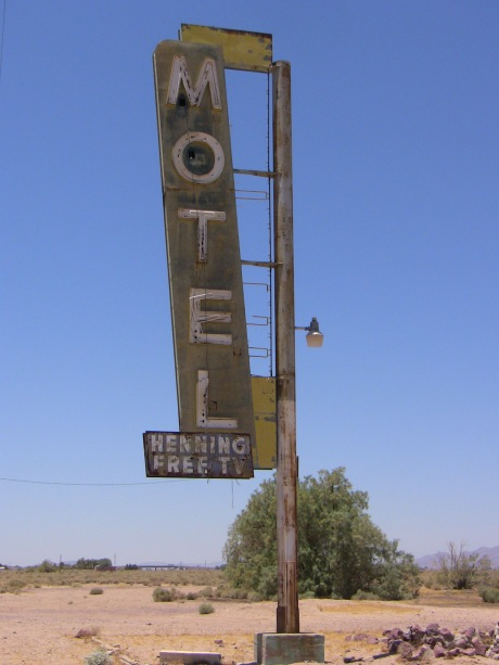 Very cool looking Henning Motel.  You need a spot for a slasher flick...look no further.